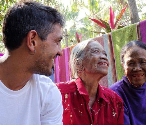 Mujeres de cara tatuada en Myanmar