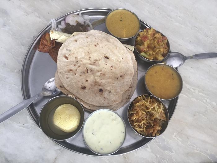 Thali sencillo en Jodhpur, India