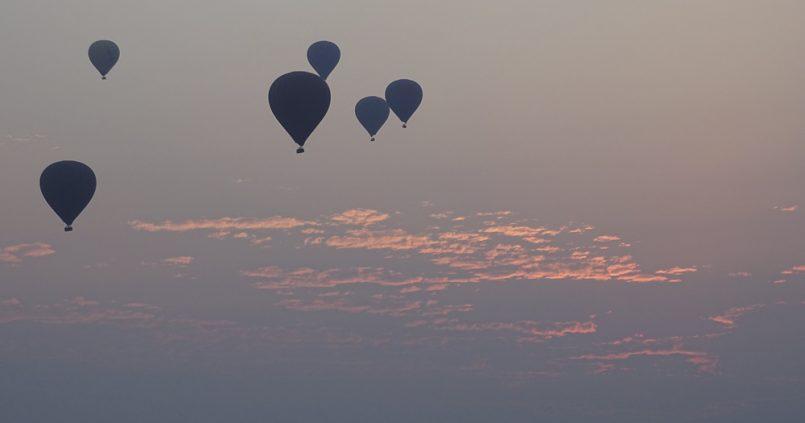 Sobrevolar Bagan en globo, Myanmar