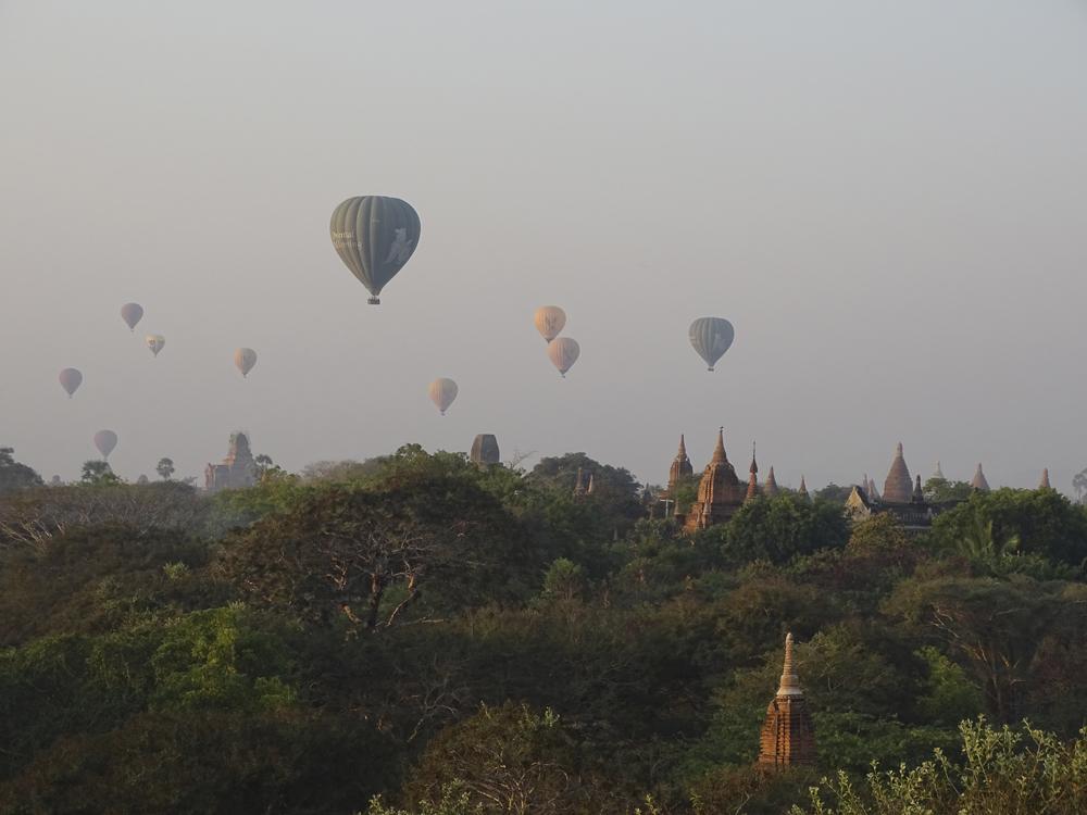 Amanecer sobre Bagan