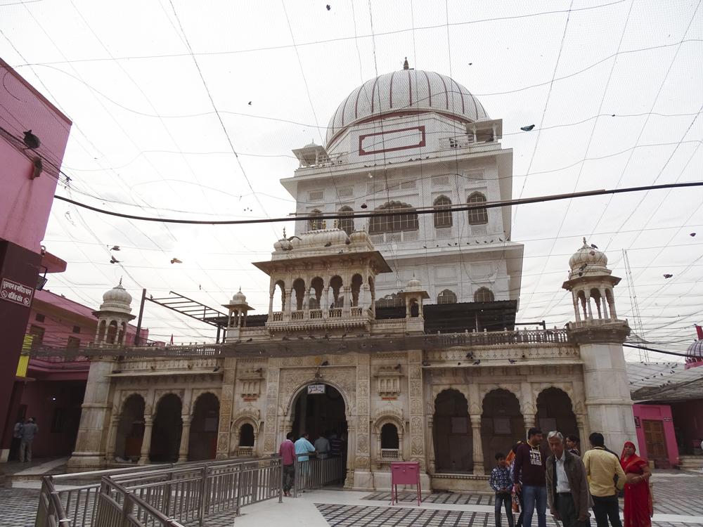 Entrada al templo de Karni Mata