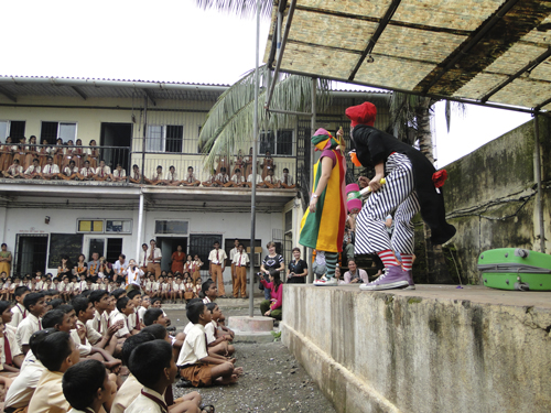 Representación teatral en una escuela de Bombay