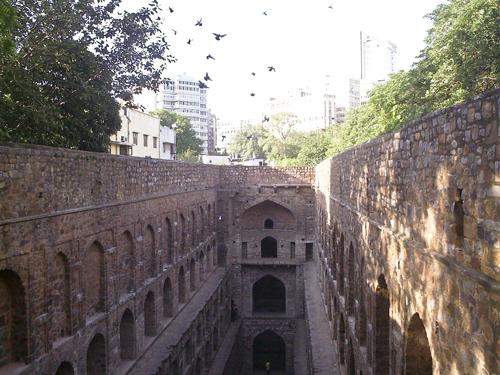 Baori en el centro de Delhi