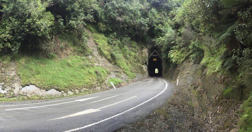Carretera del mundo olvidado en Nueva Zelanda