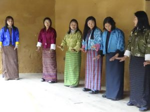 Traje tradicional femenino en Bután