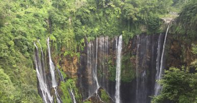 Cascadas Tumpak Sewu en Indonesia